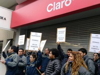 Empleados telefónicos volvieron a marchar en reclamo de mejoras salariales