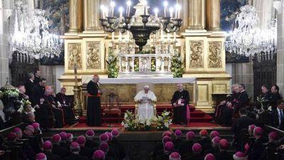 En su primer discurso en Polonia, el Papa pidió por los refugiados