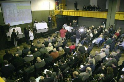Audiencia pública con protesta por el tarifazo de Vidal