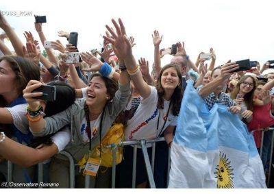 La juventud siempre nos habla de esperanza; la guerra la quieren otros, las religiones queremos la paz, aseveró el Papa