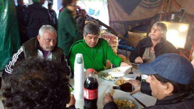 Moyano se reunió con Uñac y luego almorzó con camioneros en Los Berros
