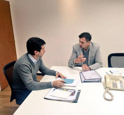 Bucca le present� el proyecto del 'Polo Tecnol�gico' al ministro Cenz�n