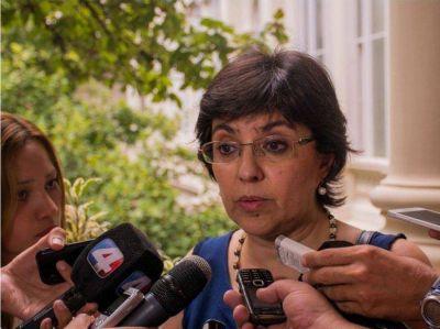 Piden la renuncia de una ministra