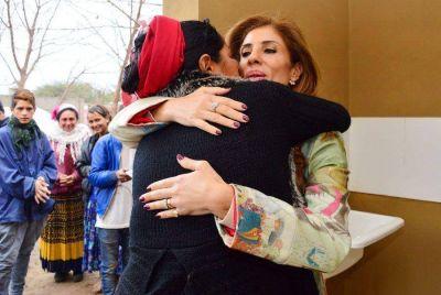 La Gobernadora de la provincia entregó módulos habitacionales en La Banda