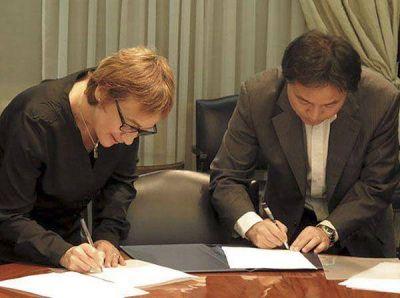 """Bertone firmó el decreto rescindiendo el """"Convenio Chino"""""""
