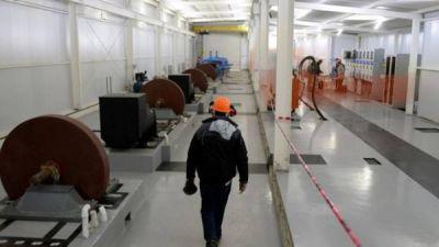 El magnate Lewis abrió la puerta de su hidroeléctrica en El Bolsón