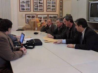Se conocieron las ofertas para aumentar el número de luminarias y la cobertura de telefonía móvil en Gardey