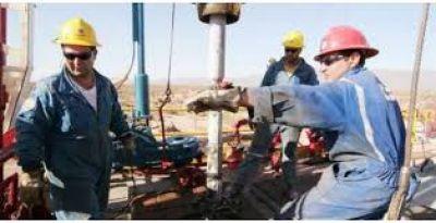 Los petroleros acordaron un 18%, en medio de una dura crisis del sector