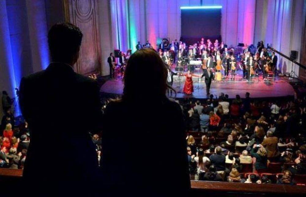 El Gobernador salteño estuvo en las celebraciones de Canal 11