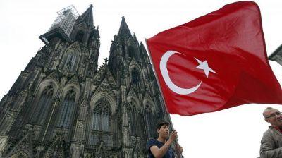 Tensión en la comunidad turca en Alemania y fuerte despliegue policial por una marcha a favor de Recep Erdogan