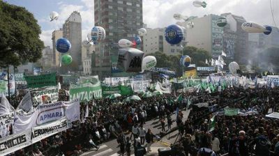 El Gobierno enfrenta un mes de paros y protestas gremiales