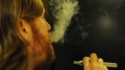 Cigarrillos electrónicos: descubren que emiten sustancias cancerígenas