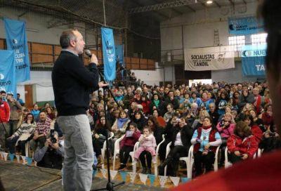 """En un fervoroso discurso, Sabbatella llamó a la unión contra """"el modelo de ajuste"""" de Mauricio Macri"""