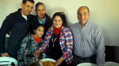 Manzur compartió un almuerzo con vecinos de Villa 9 de Julio