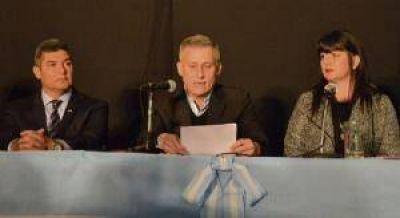 Avil�s anunci� la municipalizaci�n del servicio de agua