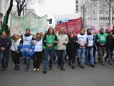 Paro y movilizaci�n de bonaerenses: �Exigimos un nuevo aumento salarial�, afirm� Oscar De Isasi