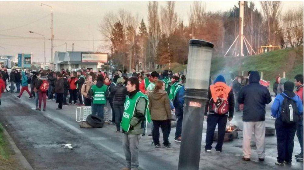 ATE Neuquén bloquea los puentes Cipolletti-Neuquén y Centenario-Cinco Saltos