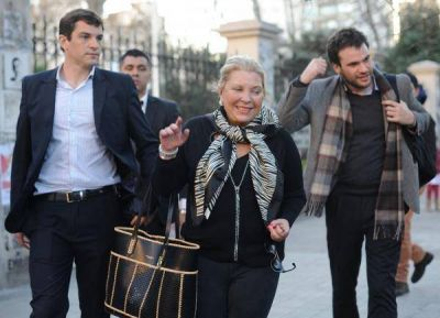 Ante el fiscal Garganta, Carrió amplió la denuncia contra Scioli y sus funcionarios