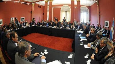 Tierra del Fuego rubric� el acuerdo con Naci�n por la devoluci�n de los 15 puntos de coparticipaci�n