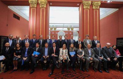 Guti�rrez calific� como �un gran logro federal� el acuerdo con Naci�n sobre la coparticipaci�n