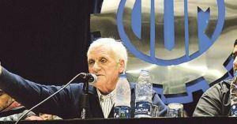 Para Cal�, la crisis obliga al triunvirato en la CGT