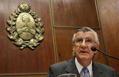 José Luis Gioja llega para la firma del Pacto de Padua