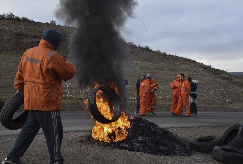 Trabajadores de San Antonio continuaban bloqueando rutas