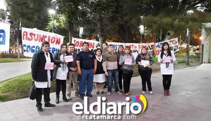 Docentes de ATECA se manifestaron frente a Casa de Gobierno