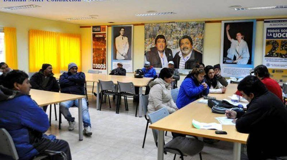 En la sede de la UOCRA Viedma se entregaron tarjetas sociales para desocupados
