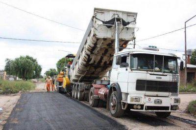 Presentaron plan para realizar mil cuadras con pavimento definitivo