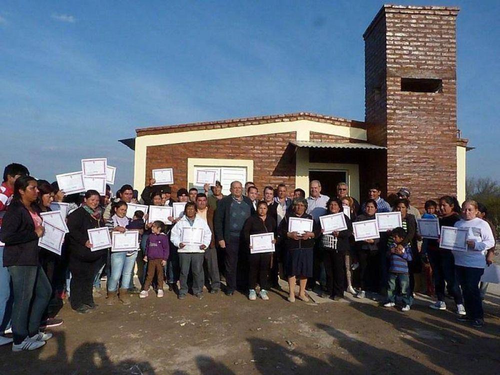 Un total de 19 viviendas sociales se entregaron en la Ciudad de Termas y en el Departamento Río Hondo