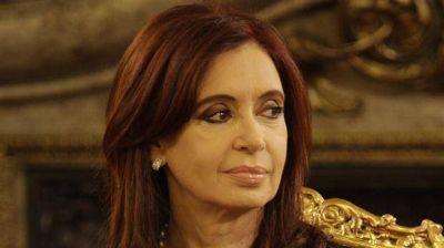 Cristina aceleró su defensa con una doble maniobra judicial