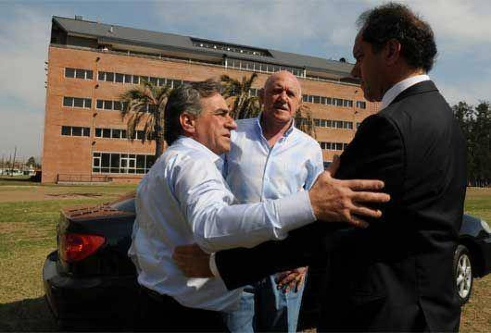 Scioli mantuvo una reunión de trabajo en Malvinas