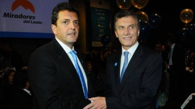 Macri acordó con Massa analizar la reconversión de los planes sociales