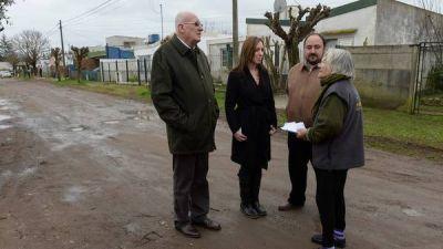 Vidal, con gestión a ritmo de campaña para contener la crisis social