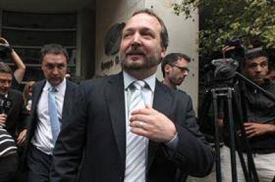 Santiago del Estero: escracharon a Martín Sabbatella en el aeropuerto y no pudo embarcar