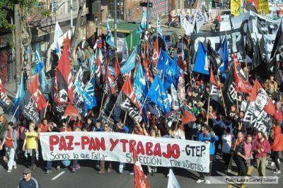 """Organizaciones sociales marcharon en reclamo de """"paz, pan, tierra y trabajo"""""""