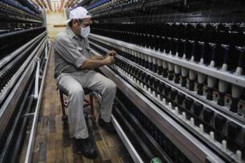 El PE junta a las textiles y al gremio para mitigar la crisis