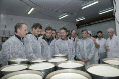 Intendentes y legisladores peronistas preocupados por la situaci�n de la lecher�a