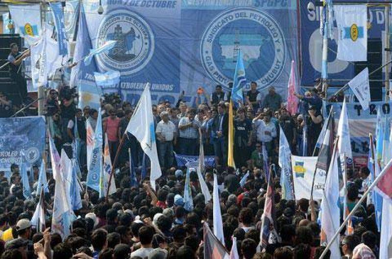 Hoy habrá ronda de negociación entre YPF, gremios y autoridades provinciales