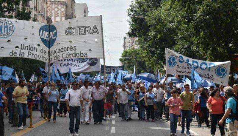 Los empleados estatales exigen reapertura de paritarias