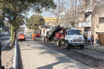 Comienzan a repavimentar la avenida Roca
