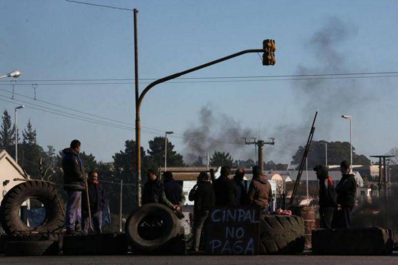 La UOM bloqueó el acceso al Parque Industrial y agudizará la protesta por los operarios de Cinpal