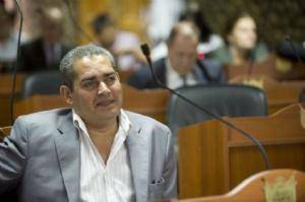 Hugo Argerich renuncia como diputado para asumir en el TC