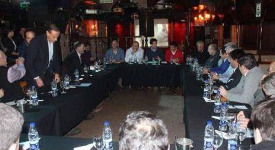 Insólito: Ministro se reunió con 20 intendentes del PJ en un boliche de strippers