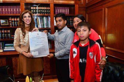 El santiagueño recibido en Cuba de médico se reunió con la Gobernadora