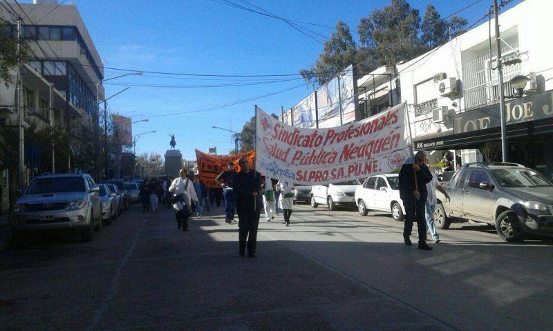 Trabajadores de la Salud marcharon en rechazo a la oferta salarial