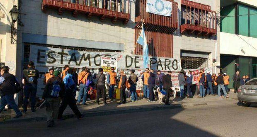 Sin atención en Gasnor por paro de trabajadores