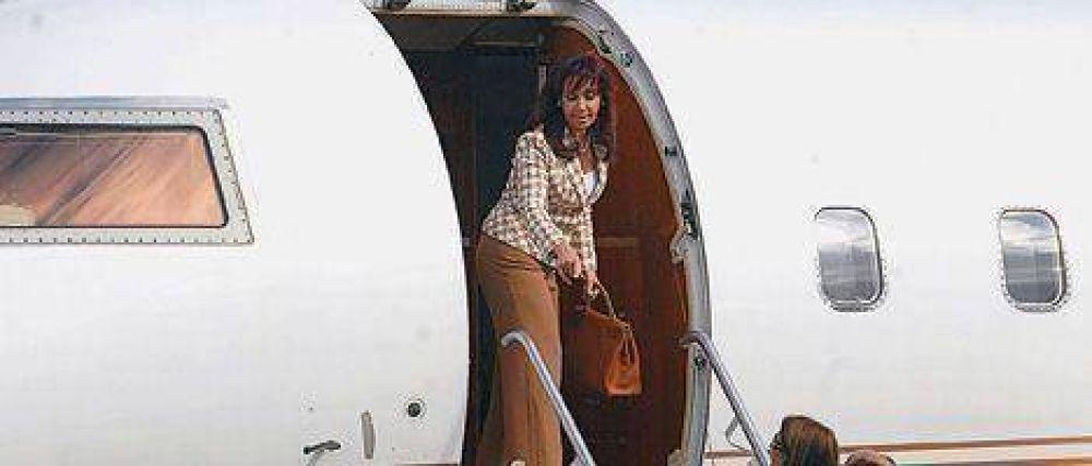 """Los Kirchner gastaron más de $ 1 millón para viajar en un avión """"más cómodo"""""""