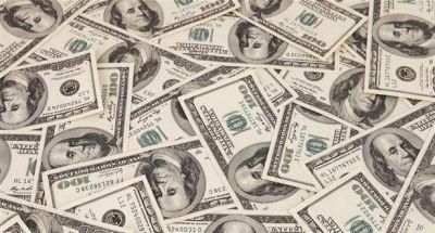 Por mayor oferta, dólar cedió cinco ctvs. y cerró a $ 15